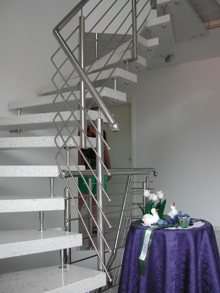 weiße Granit Treppe