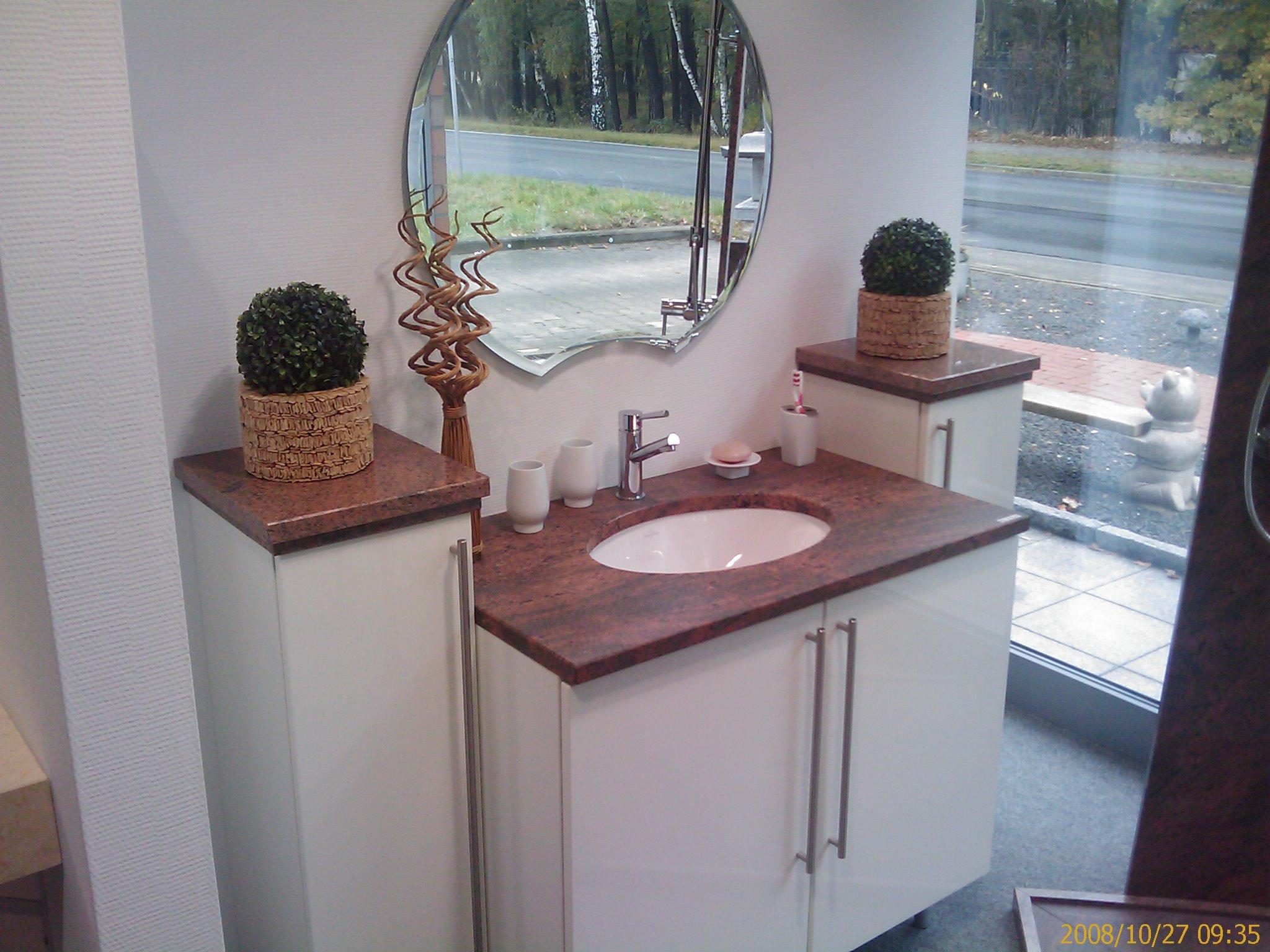 Waschbecken mit Granit Platte