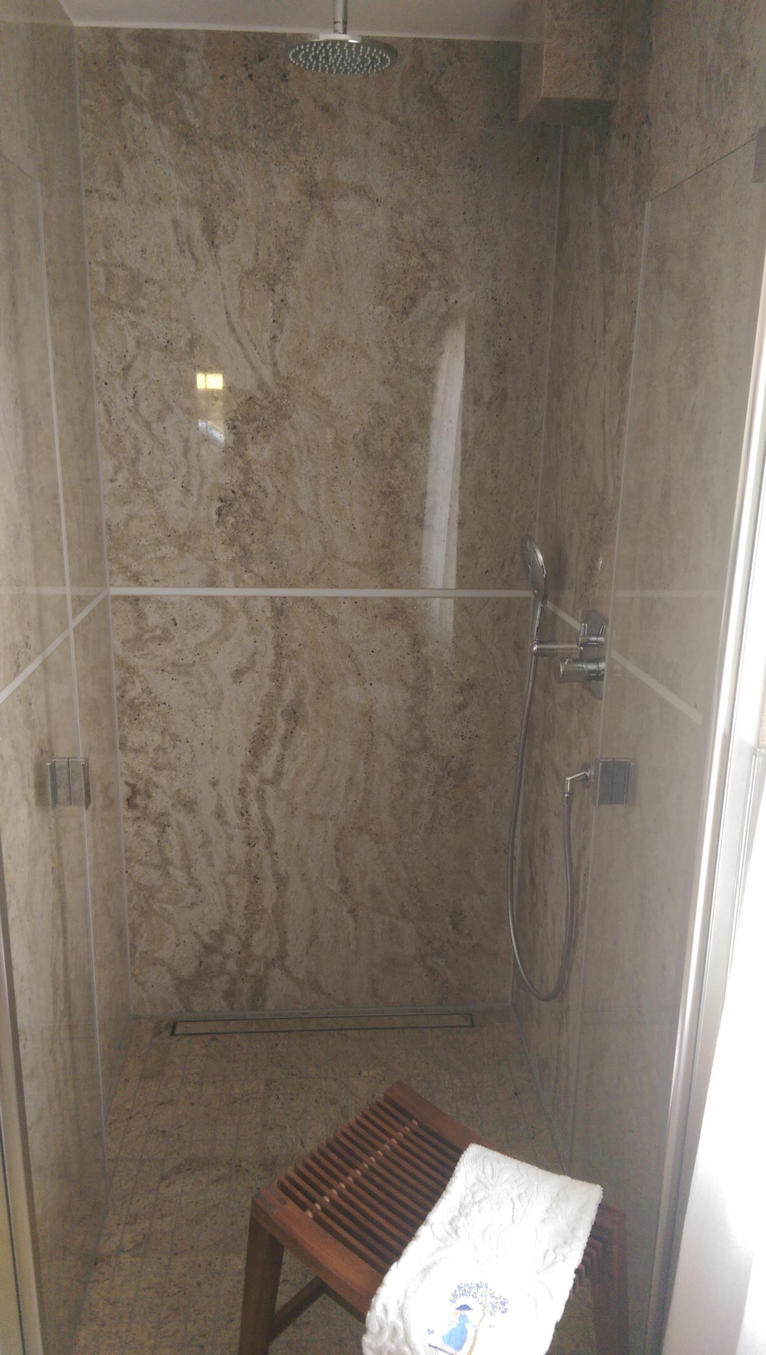 Dusche aus Granit