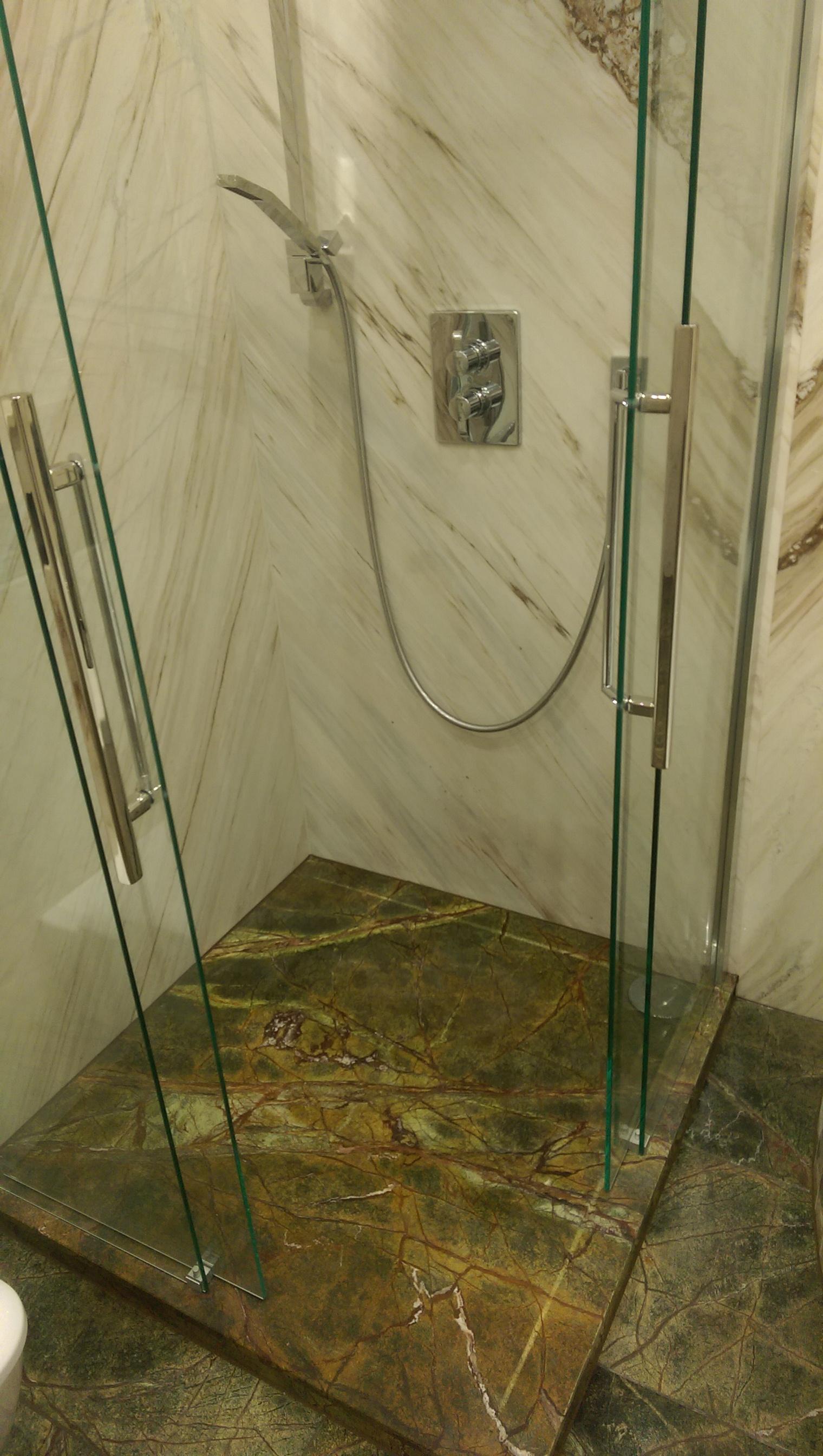 Luxusdusche aus Granit