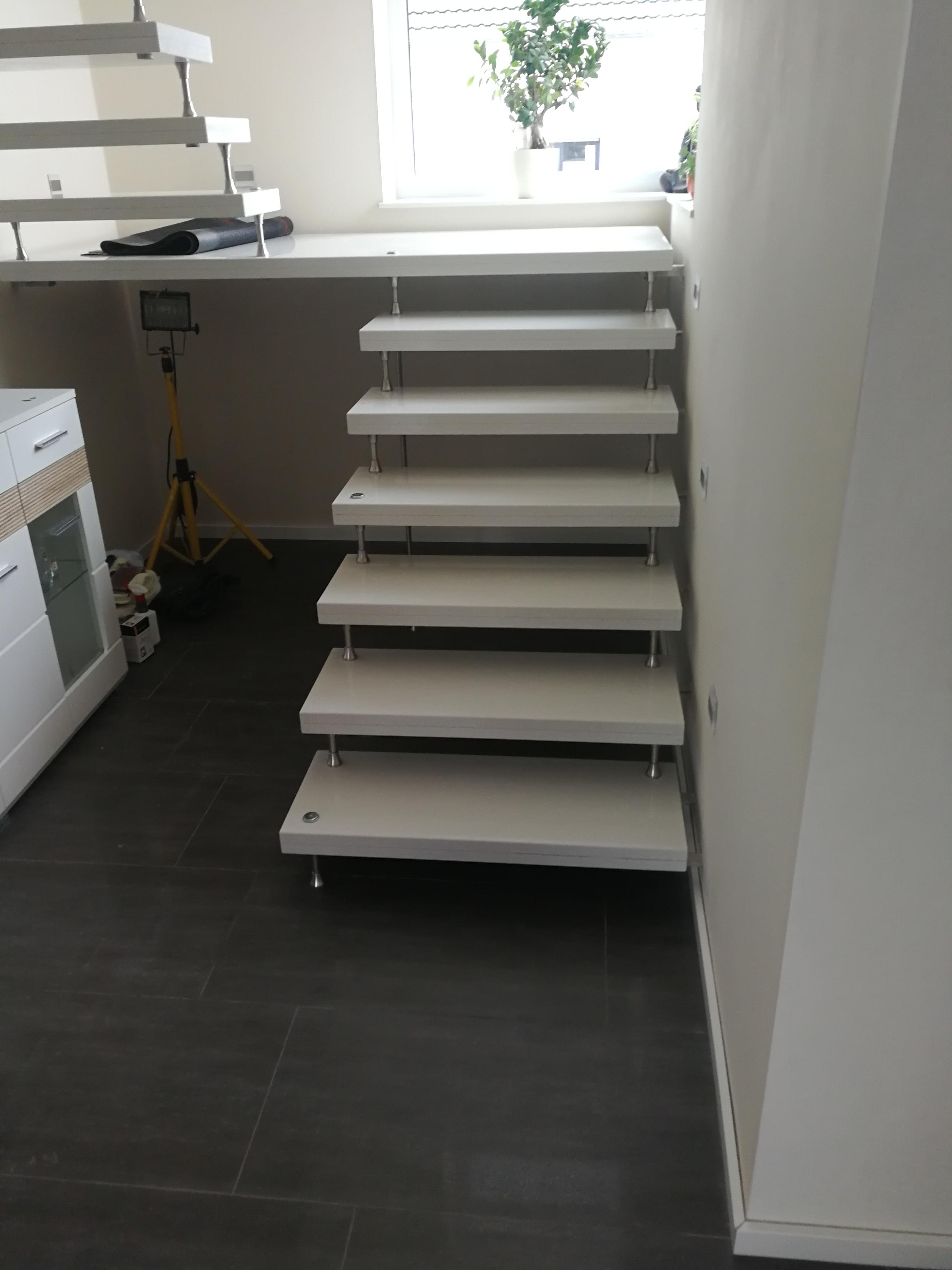 Kleine weiße Granit-Treppe