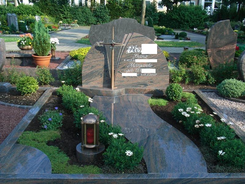 Grabmal aus Naturstein